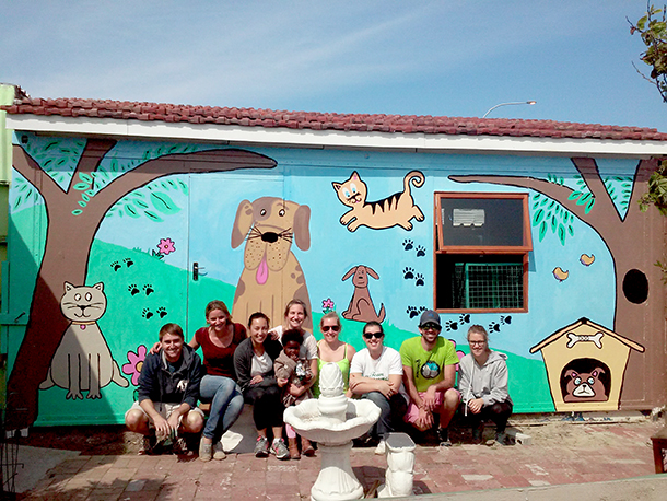 The new walls were in need of some colour and Raine and her friends jumped to the opportunity to paint a wall mural. Photo: ©Marcelle du Plessis/Mdzananda Animal Clinic