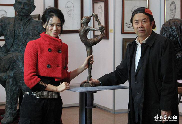 As a sculptor, environmentalist and UNEP ambassador, Yuan Xikun has a unique request in his proposal. Seen here (right) with Dai FeiFei.